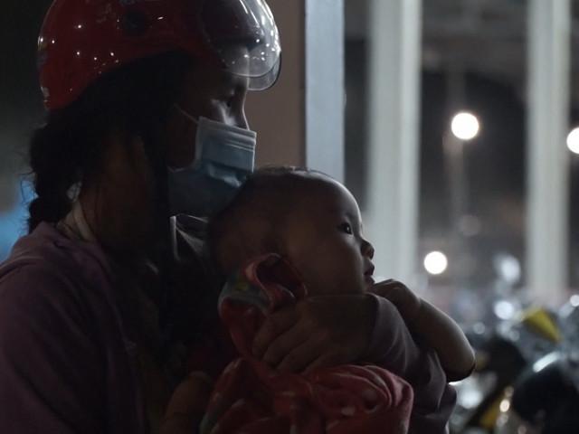 Video: Những 'thiên thần nhỏ' trong hành trình về quê tránh dịch COVID-19