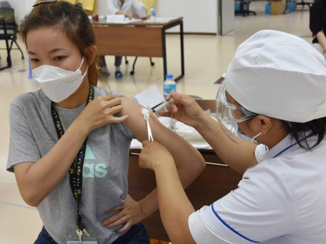Bộ Y tế yêu cầu đẩy nhanh việc tiêm vắc-xin phòng COVID-19 tại TP.HCM