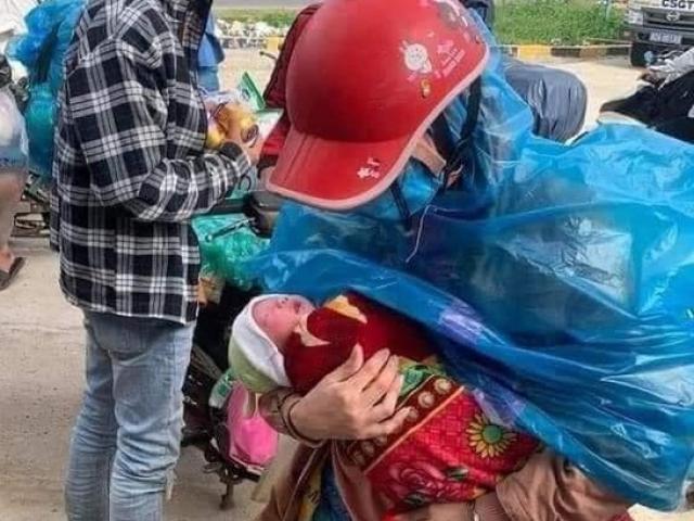 Đôi vợ chồng thất nghiệp bế con 10 ngày tuổi đi xe máy vượt hơn 1.400 km từ Bình Dương về Nghệ An
