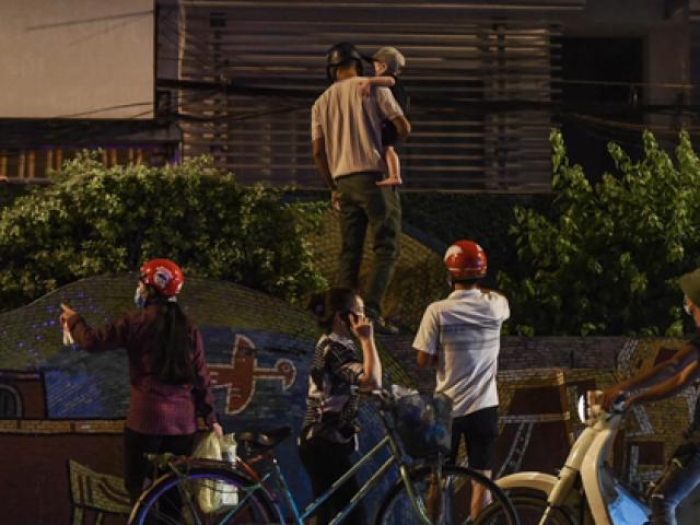 Quận Hoàn Kiếm thông tin việc người dân trèo rào ra khỏi khu cách ly