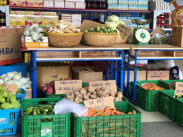 Xuất hiện siêu thị 0 đồng tại Hà Nội với hơn 60 mặt hàng thiết yếu hỗ trợ người khó khăn do Covid-19