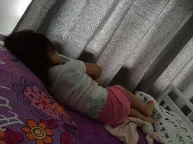 Con gái liên tục than giường quá chật dù ngủ một mình, sự thật phía sau khiến bà mẹ bật khóc