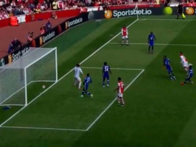 """Choáng Arsenal bị """"cướp"""" bàn thắng trắng trợn, y hệt """"thảm họa"""" Lampard 2010"""