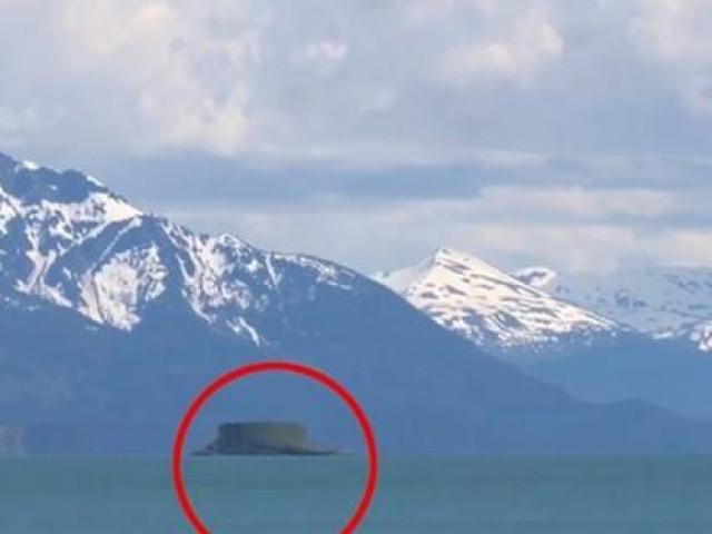 Đằng sau hình ảnh đĩa bay lơ lửng trên mặt nước: Video là thật hoàn toàn, còn UFO thì sao?