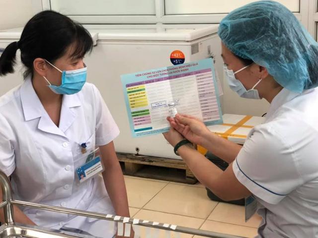 Bộ Y tế lý giải vì sao Việt Nam chưa tính phương án tiêm vắc-xin COVID-19 dịch vụ