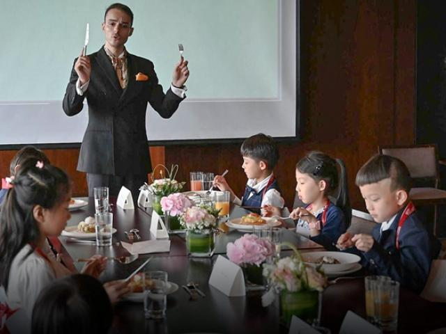 Giới nhà giàu Trung Quốc cho con học chơi golf, tập làm CEO và cư xử như quý tộc