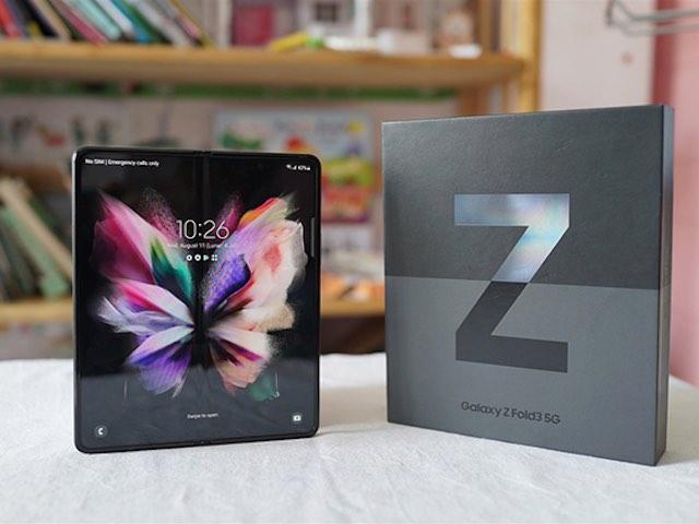 Trên tay siêu phẩm Galaxy Z Fold3 màn hình gập, camera ẩn dưới màn hình