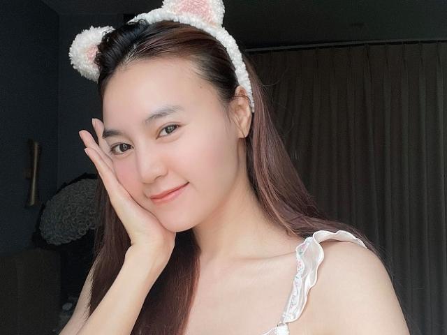 Mỹ nhân Việt gợi cảm khi livestream, nhan sắc hút triệu fan