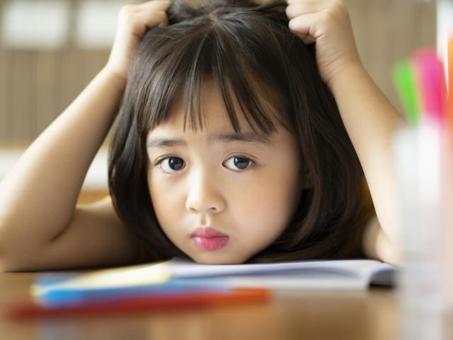 Khi trẻ có 5 dấu hiệu này, chứng tỏ chúng đang bất an, rất tự ti
