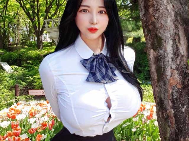 Đồng phục nữ sinh Hàn Quốc bị la ó vì chật, ngắn hơn cả đồ của trẻ 7 tuổi