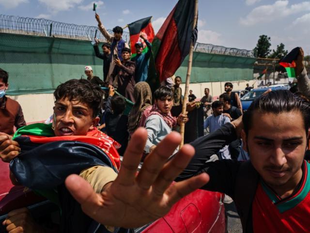 """Người Afghanistan làm việc ở đại sứ quán Mỹ: """"Thà chết dưới làn đạn của Taliban..."""""""