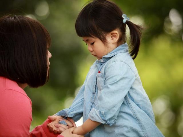 Bố mẹ thường xuyên la hét con cái sẽ bị giảm IQ, đặc biệt trong 3 trường hợp này