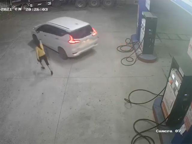 Tài xế lái ô tô vào trạm đổ xăng xong quỵt tiền bỏ chạy