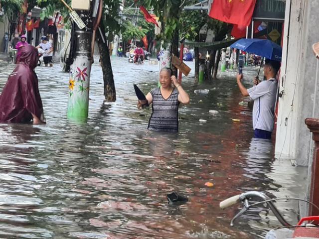 Người Hải Phòng bàng hoàng sau một đêm, phố thành sông, ô tô ngập gần tới nóc