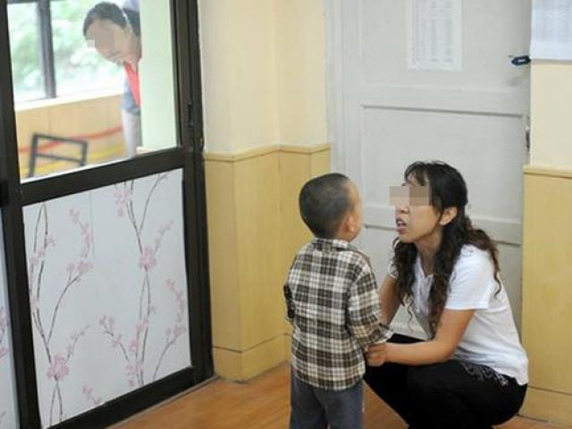 """TQ: Con trai kể ăn ruồi với chuột ở trường, mẹ tức giận chất vấn cô giáo nhưng câu trả lời khiến chị """"đứng hình"""""""