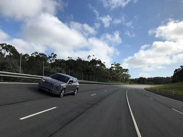 Thêm một mẫu SUV VinFast ngụy trang chạy thử tại nước ngoài