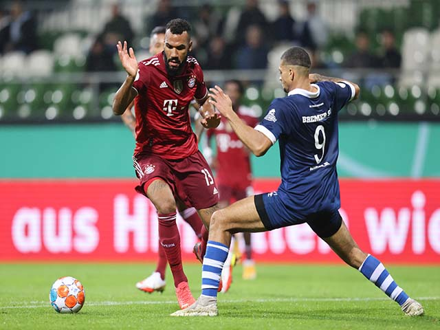 """Video Bremer - Bayern Munich: Kinh hoàng """"hủy diệt"""" 12 bàn, poker điên rồ"""