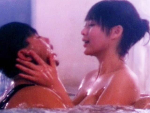 """Loạt cảnh phim về """"trai bao"""" táo bạo nhất Hong Kong"""