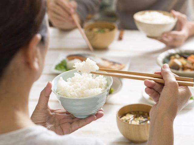 Sự khác biệt giữa người ăn cơm và người ăn bún miến phở, cơ thể ai sẽ khỏe mạnh hơn?