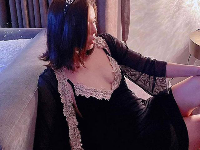 """Lệ Quyên chăm chỉ mặc váy ngủ """"không phòng hộ"""" khoe thềm ngực đẹp tuổi 40"""