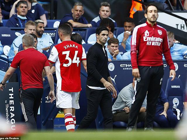 """Cực sốc Arsenal bị fan phản bội, quay ra cổ vũ Man City """"vùi dập"""" đội nhà"""