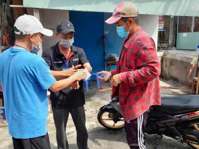 Chém đứt gân tay người trực chốt tổ COVID-19 cộng đồng vì bị kiểm tra giấy tờ