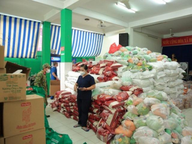 Khối tài sản khủng của em gái ca sĩ Cẩm Ly – người ủng hộ 100 tấn thực phẩm cho người dân TP.HCM
