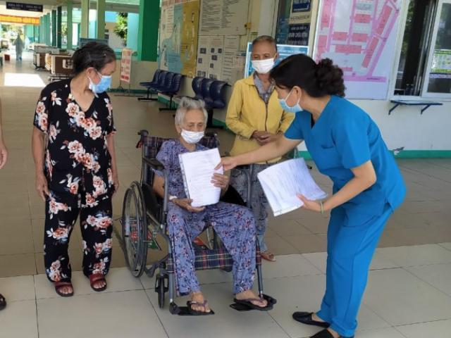 Cụ bà 101 tuổi ở Đà Nẵng chiến thắng Covid-19