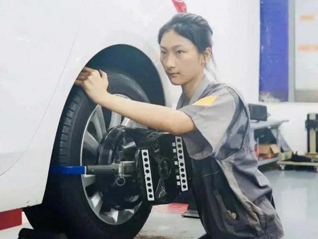Cô gái cãi lời bố mẹ đi học sửa chữa ô tô, nhiều năm sau ai cũng phải bất ngờ