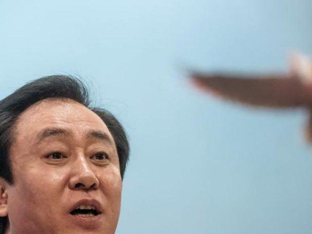 """""""Ông trùm"""" bất động sản Trung Quốc tự cảnh báo đang bên bờ vực phá sản"""