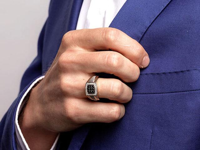 6 cách giúp quý ông đeo nhẫn sang trọng và đẳng cấp