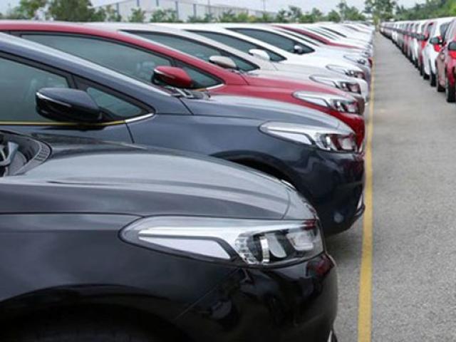 """Nóng tuần qua: Đại lý ô tô giảm giá """"mạnh tay"""",  có xe mua một tặng một"""