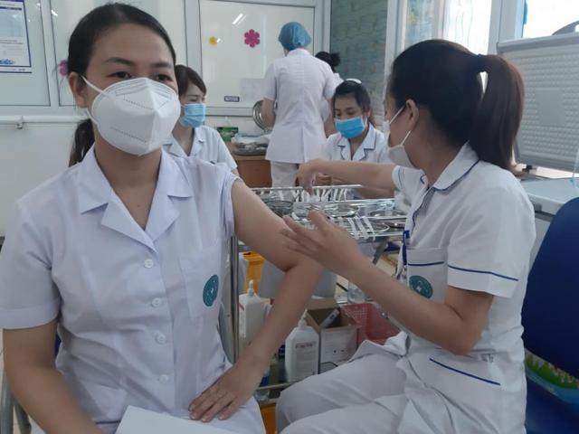 Bộ Y tế yêu cầu Hà Nội, TP.HCM và 3 tỉnh khác phải hoàn thành tiêm mũi 1 trước ngày 15/9