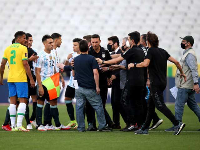 Sững sờ trận Brazil - Argentina đá 8 phút bị dừng, 4 cầu thủ Argentina bị đòi trục xuất