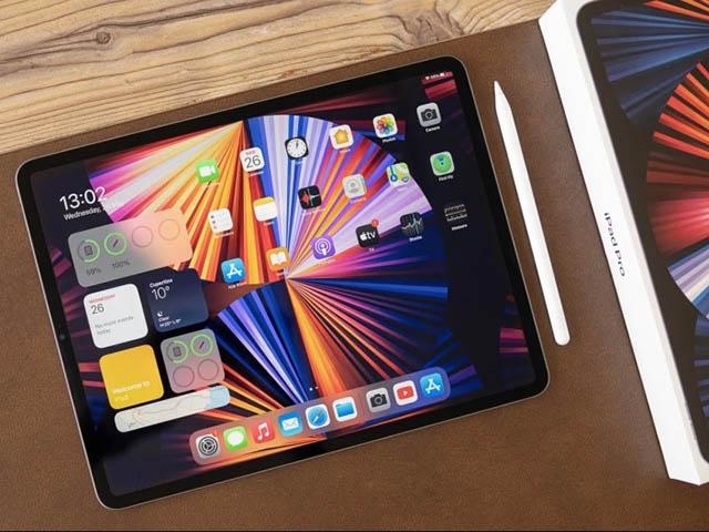 """Galaxy Tab S8 Ultra sẵn sàng """"đối đầu"""" iPad Pro M1 với chip và màn hình xịn"""