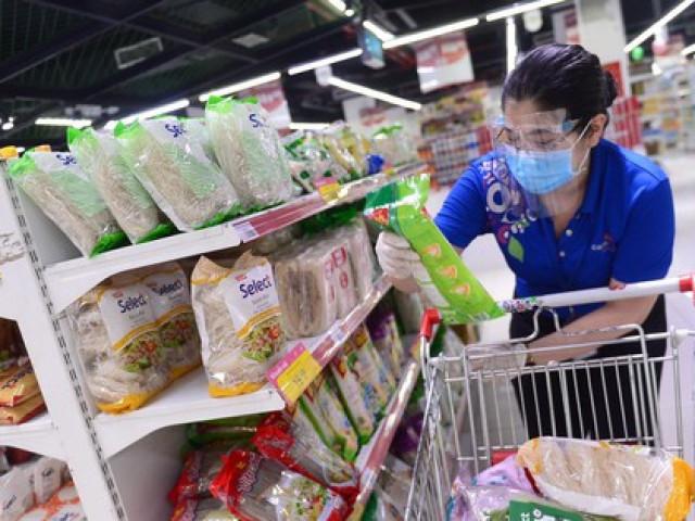 Bột mì, bột gạo… giá cao chót vót vẫn ''cháy hàng'' ở TPHCM