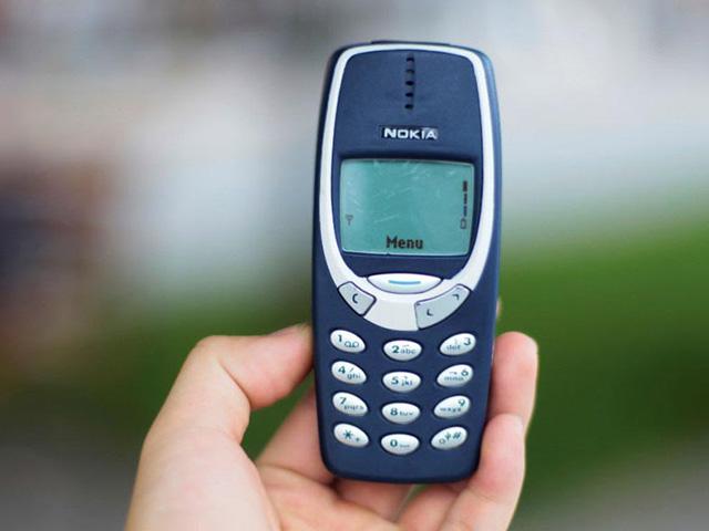 May mắn thoát chết sau khi nuốt Nokia 3310 vào bụng trong 4 ngày