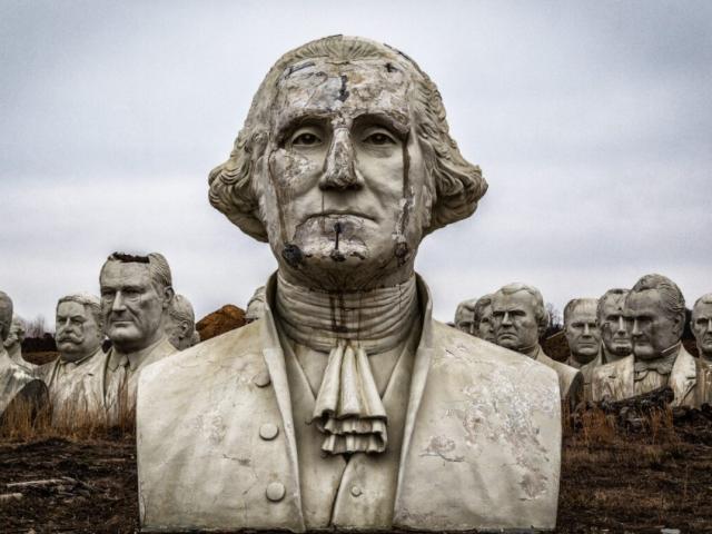 Cánh đồng kỳ lạ chứa 42 tượng bán thân của tổng thống Mỹ