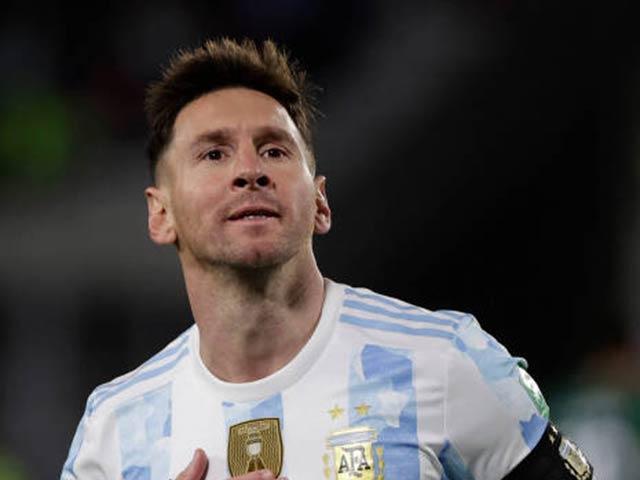 """Messi ghi hat-trick phá kỷ lục của """"Vua"""" Pele, bật khóc sau trận đấu của ĐT Argentina"""
