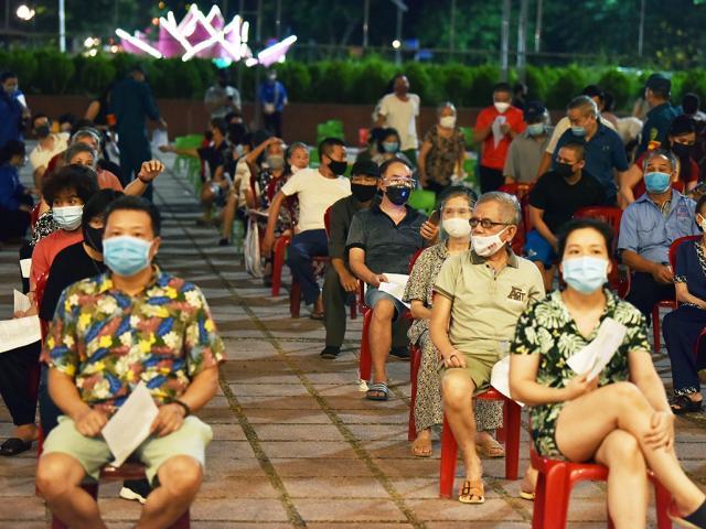 Hà Nội lập kỷ lục mới về số người tiêm vắc-xin trong một ngày