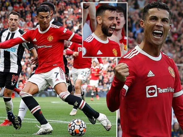 """Ronaldo chói sáng lập cú đúp ngày ra mắt MU, lập hàng loạt cột mốc """"khủng"""""""