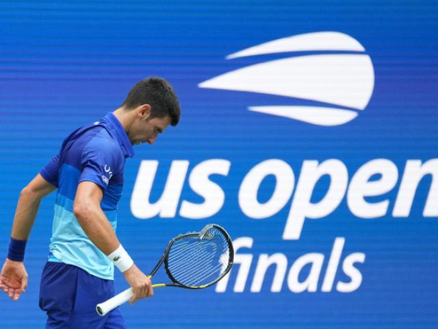 """Federer - Nadal không đánh vẫn """"làm khó"""" Djokovic: Áp lực 21 Grand Slam"""