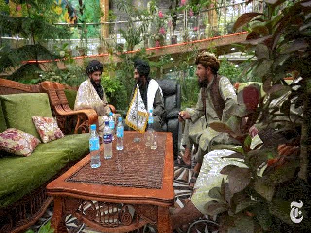 150 tay súng kham khổ Taliban sống trong dinh thự xa hoa của nguyên soái Afghanistan