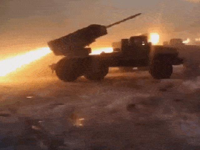 """Sức mạnh pháo phản lực có thể phóng ra """"mưa thép"""" với tầm bắn xa hàng trăm km"""
