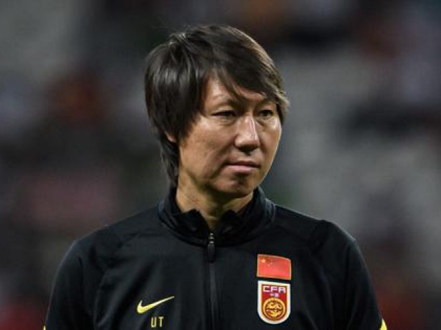 Báo Trung Quốc cảnh báo HLV Li Tie 'soạn sẵn đơn từ chức' nếu thua đội tuyển Việt Nam