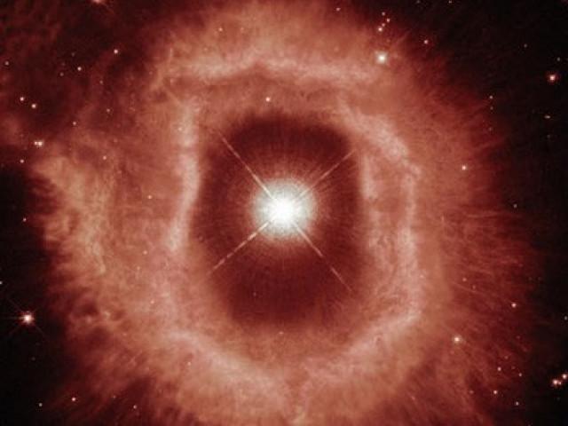 """""""Mắt quỷ"""" lọt vào kính thiên văn Trái Đất: tiến hóa thành quái vật vũ trụ"""