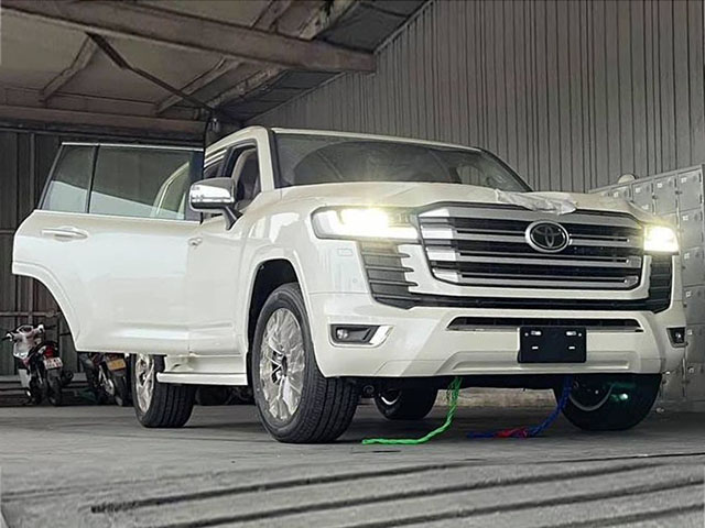 Toyota Land Cruiser 2022 phiên bản 70th Anniversary đầu tiên về Việt Nam