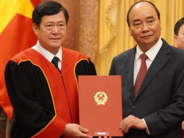 Chủ tịch nước Nguyễn Xuân Phúc trao quyết định bổ nhiệm 4 Thẩm phán TAND Tối cao