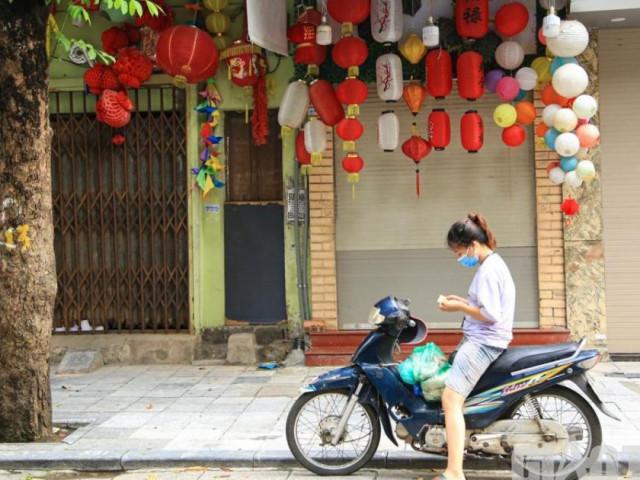 Hà Nội: Phố Hàng Mã vắng lặng chưa từng có trước thềm Trung thu