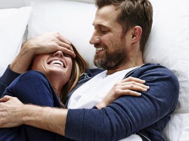 Sau tiêm vắc-xin COVID-19 có kiêng quan hệ tình dục không?